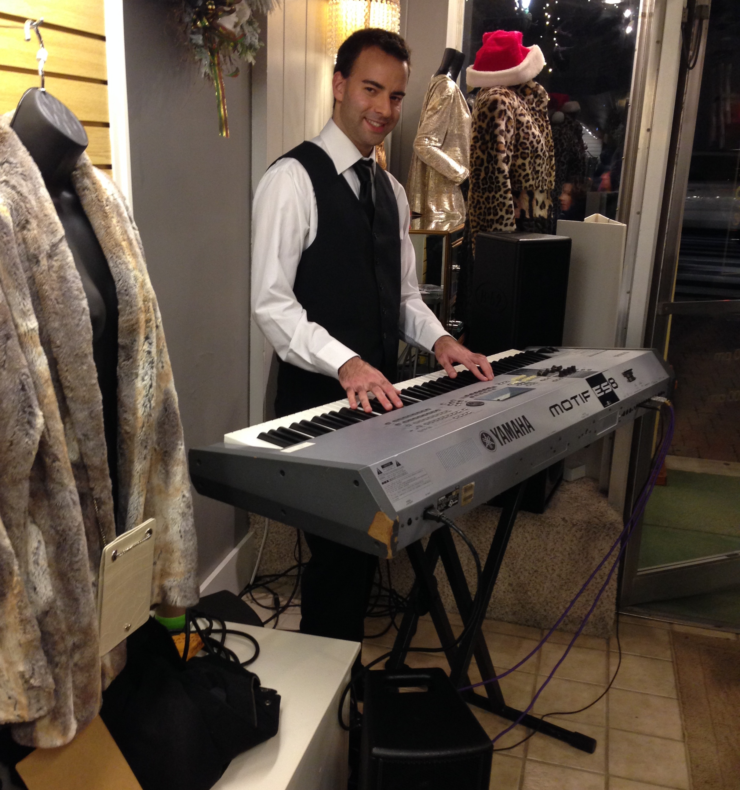 keenan-baxter-performs-christmas-music-at-holly-days-valparaiso
